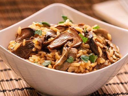 Бърз вкусен варен ориз с гъби печурки за гарнитура - снимка на рецептата